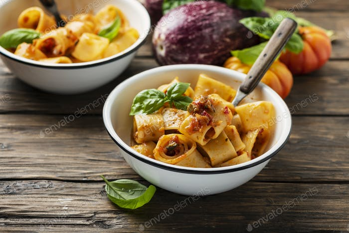 pasta calamarata with vegetarian sauce
