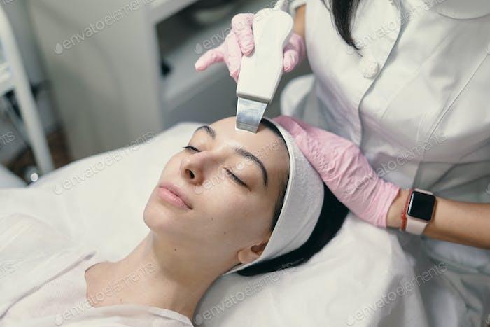 Rejuvenating facial treatment