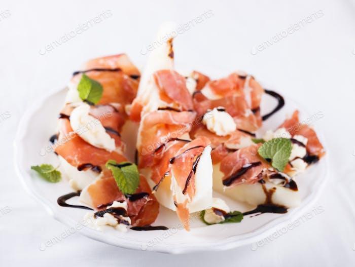 Salatmelone mit Serrano-Schinken