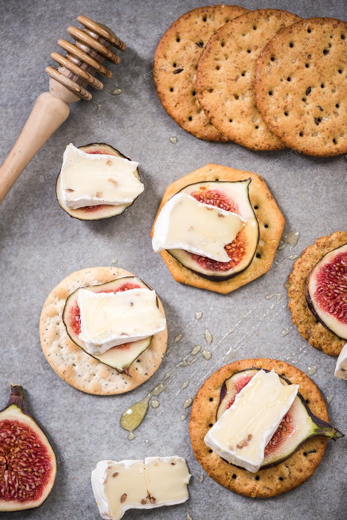 Camembert and figs on cheese crackers with honey