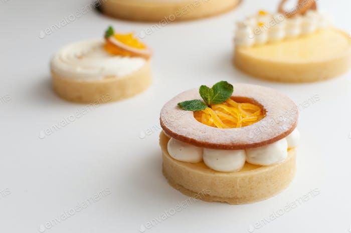 Lemon mini cheesecake on table