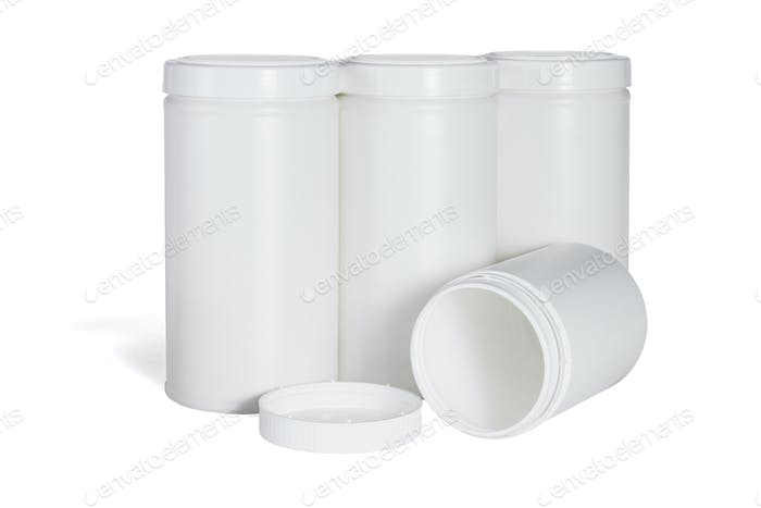 Vier weiße Kunststoffbehälter