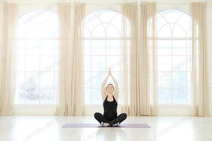 Concepto de fitness para el embarazo yoga