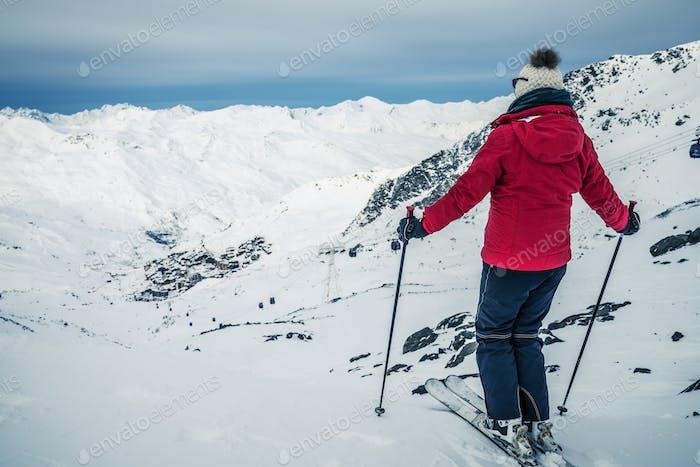 Panorama von Val Thorens mit Skifahrer