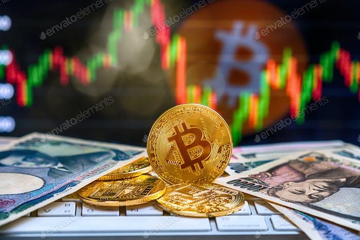 Primer plano Bitcoins maqueta en el teclado con banco de papel de dinero sobre la criptomoneda