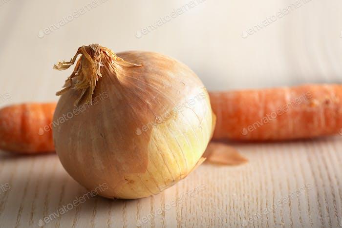Una cebolla y una zanahoria