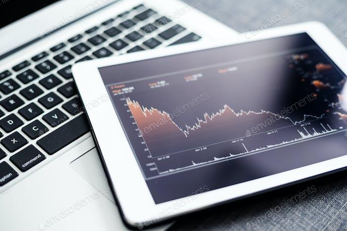 Estadísticas financieras en la pantalla del ordenador