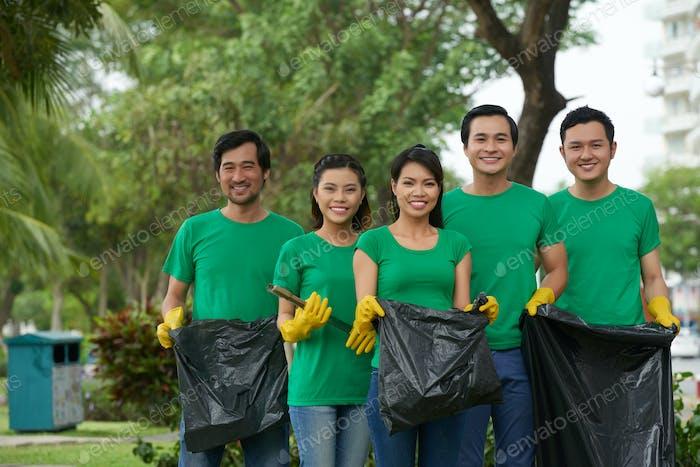 Gruppe von Umweltfreiwilligen