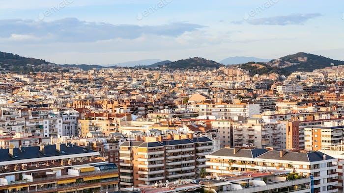 casas urbanas en Barcelona Ciudad al atardecer