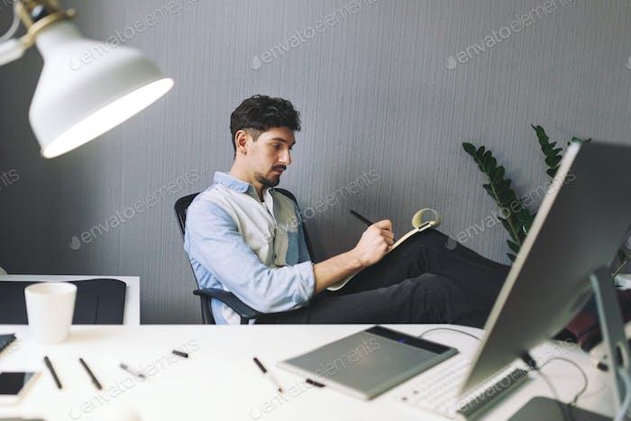 Diseñador en Trabajo en la oficina