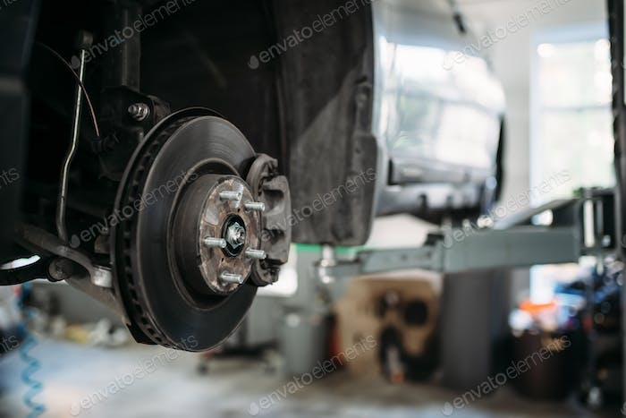 Car with removed wheel on the lift, brake disc