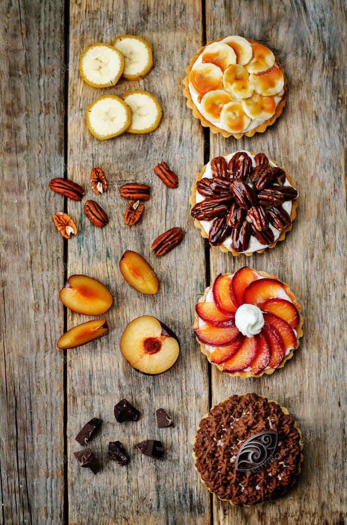 Banane gesalzene Karamell Schokolade Pflaume Honig Pekan-Törtchen