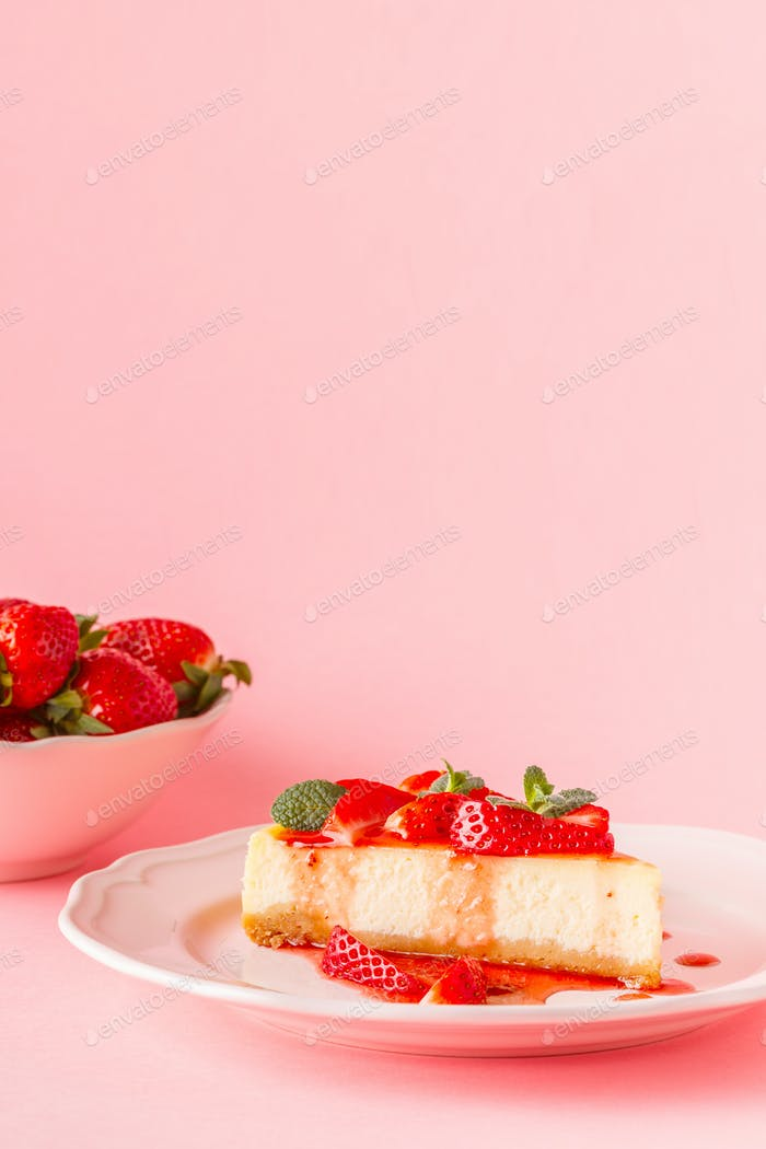 Delicious homemade cheesecake with strawberries.