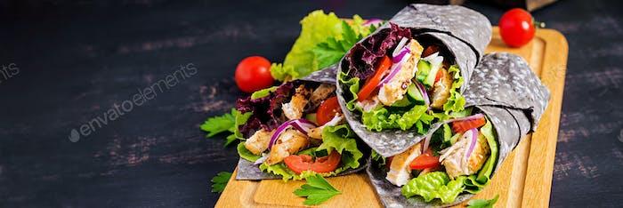 Tortilla mit Tinte Tintenfisch Wraps mit Huhn und Vegeta