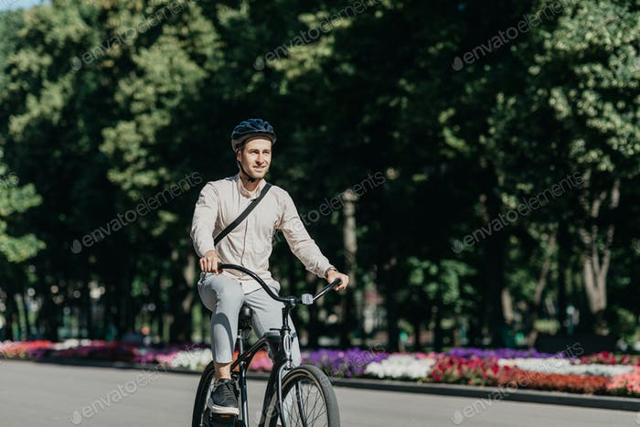 Urban lifestyle, ecology and transportation in city