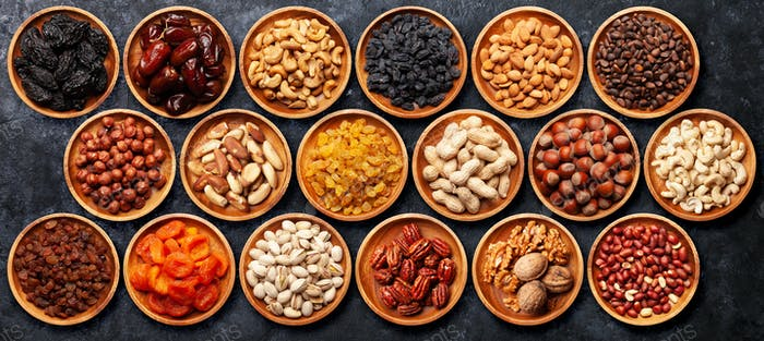 Verschiedene getrocknete Früchte und Nüsse