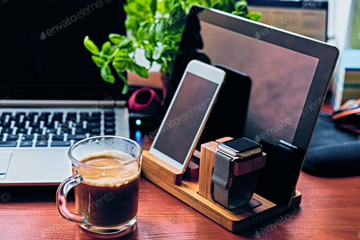Communication set with smart watch, tablet PC, computer