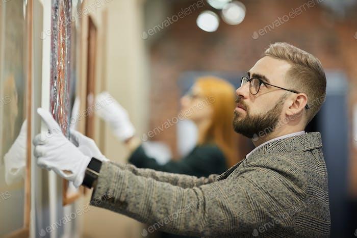 Art Manager hängen das Gemälde