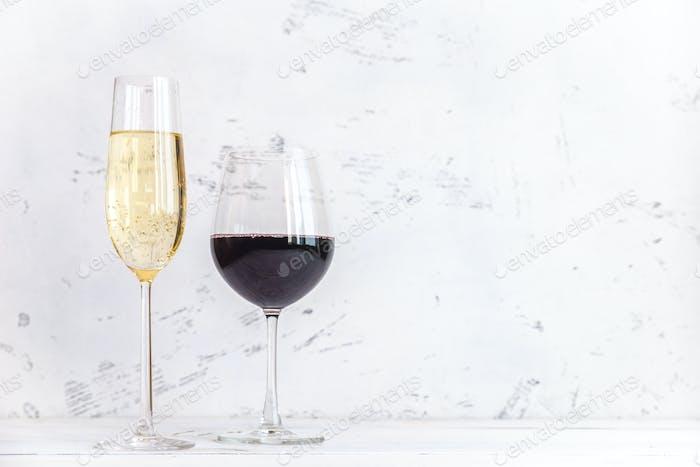 Gläser Wein und Sekt