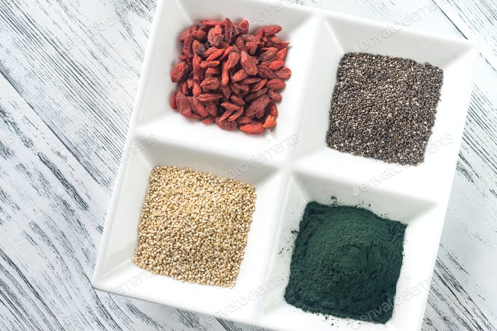 Superfoods on the four-section plate