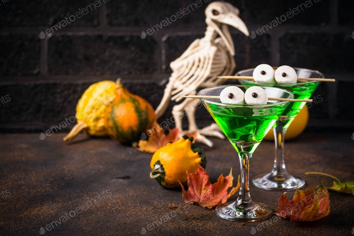 Halloweens spooky drink green martini cocktail
