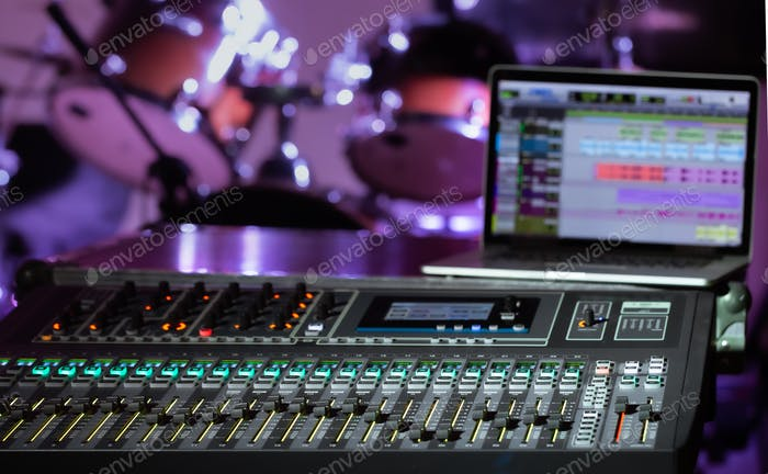 Digital-Mixer in einem Aufnahmestudio