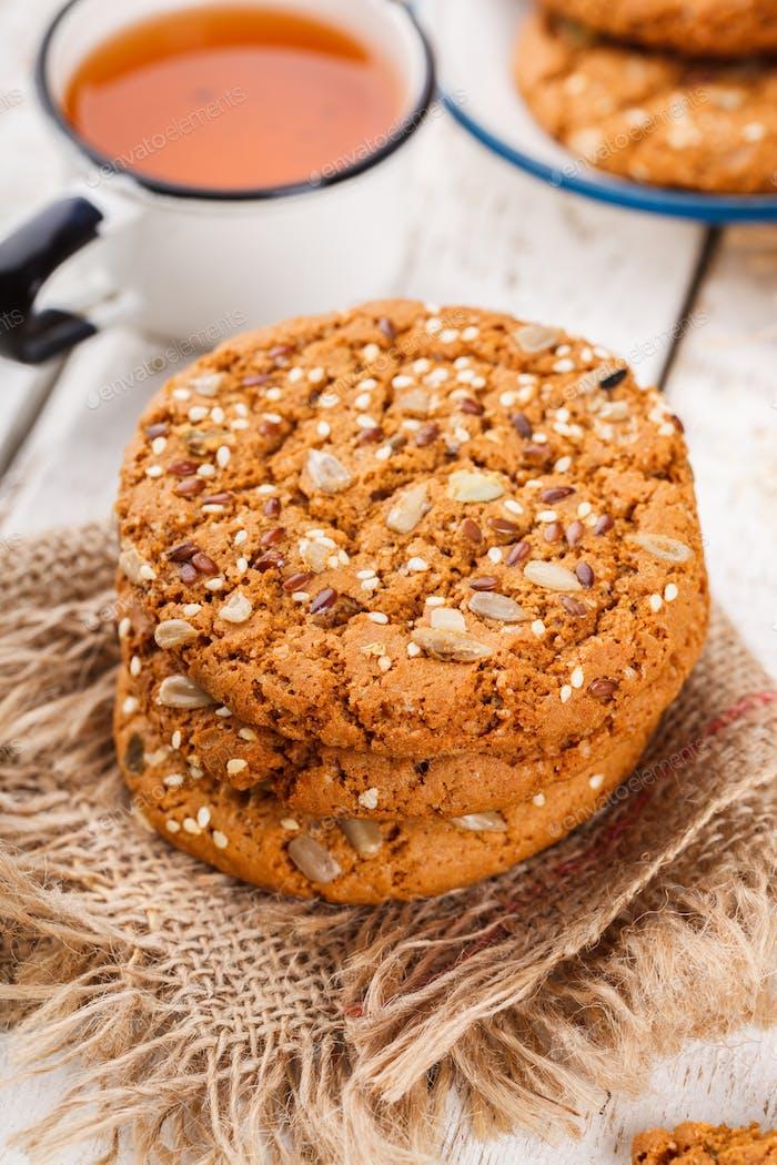Haferflocken Kekse mit Sesam und Kürbiskernen