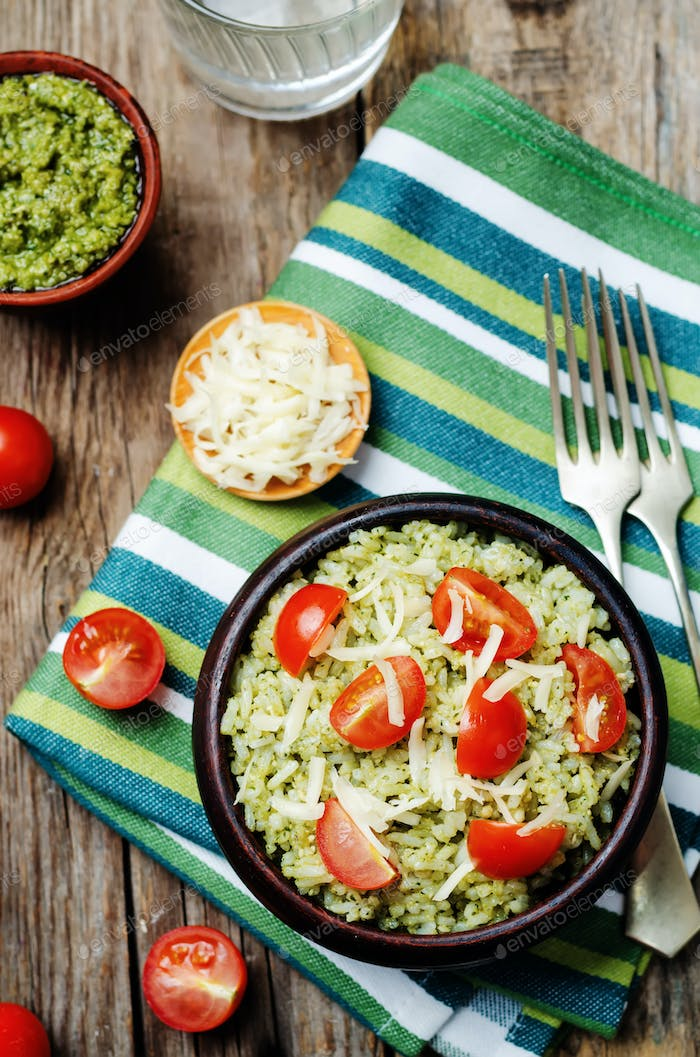 Pesto rice with tomatoes and cheese