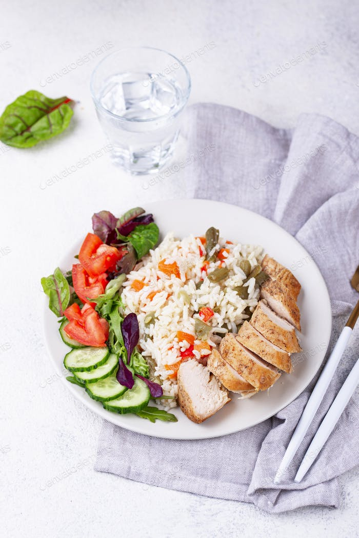 Gegrillte Hähnchenbrust mit Reis