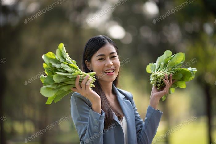 Agronom im Bereich Landwirtschaft, Geschäftsfrauen in der Gemüsefarm