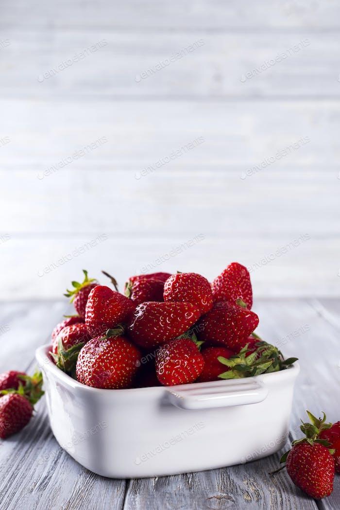 Frische Erdbeeren in einer Schüssel