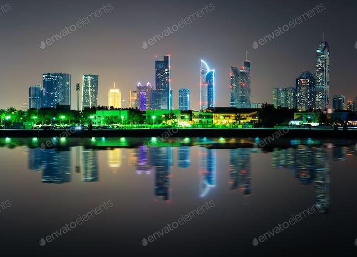 Skyline del centro de Dubái con rascacielos más altos, Dubái, Emiratos Árabes Unidos