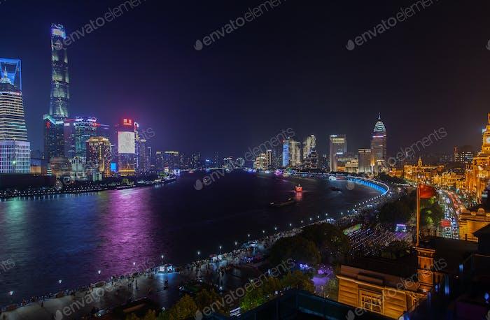 Shanghai districts surround Chinese Huangpu river
