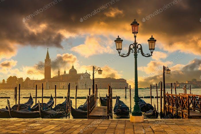 Venedig Gondeln auf dem San Marco Platz, Venedig, Italien.