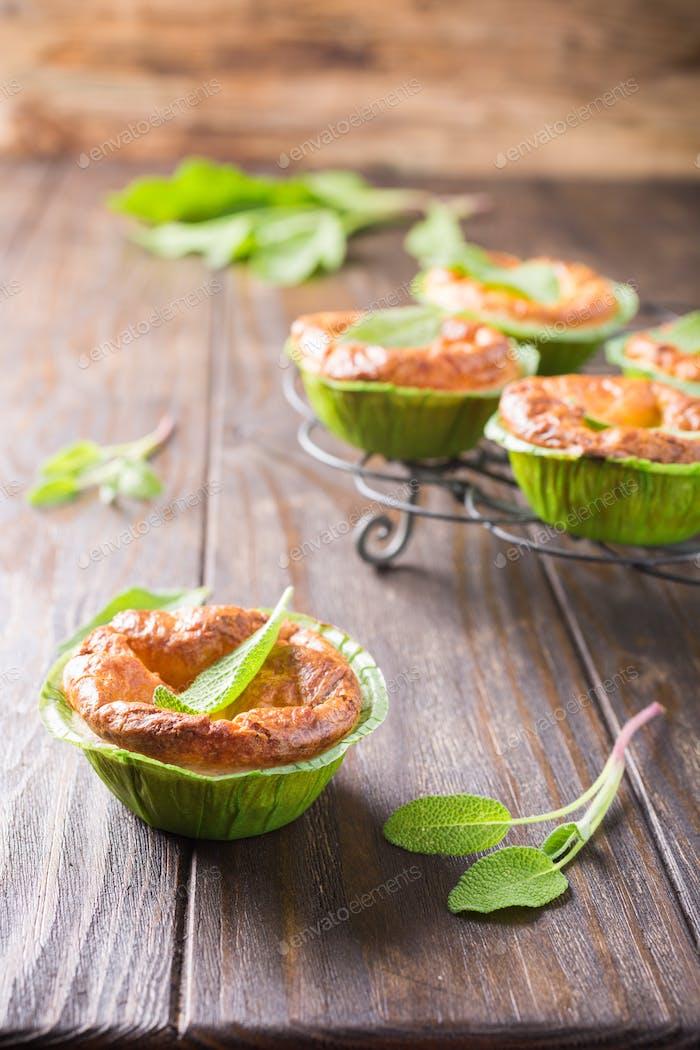 Pikante Cheddar-Käse und Lauch Mini-Kuchen