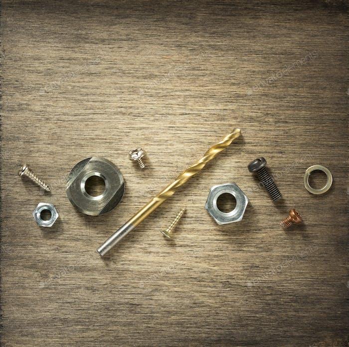 аппаратные инструменты и винты по дереву