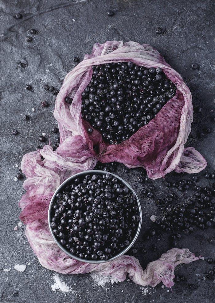 Wild blueberries served with sugar