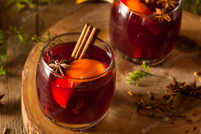 Spiced Mulled Wine with Oranges