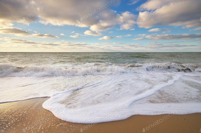 Hermoso paisaje marino de olas