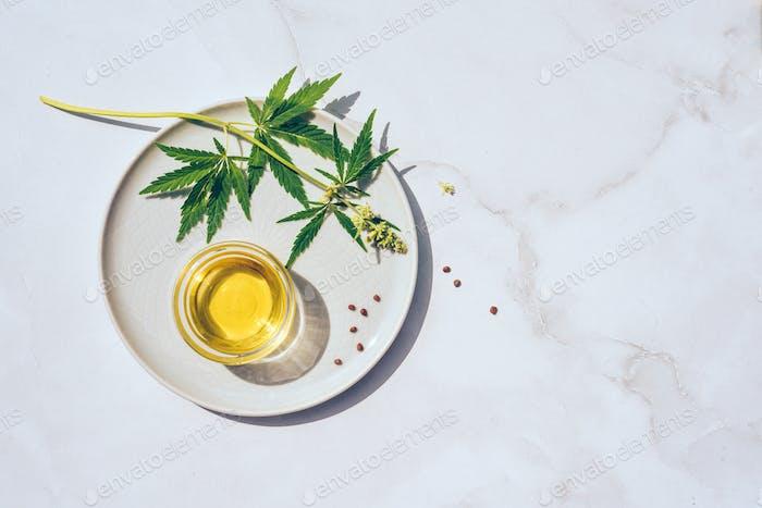 Medizinisches Marihuana-Cannabis-CBD-Öl. CBD Öl Hanf Produkte Alternative Homöopathie
