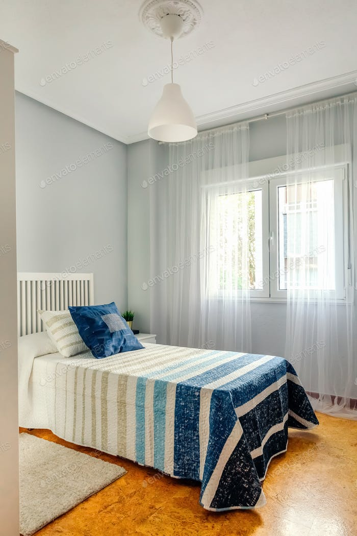 Bedroom decorated with quilt and curtains