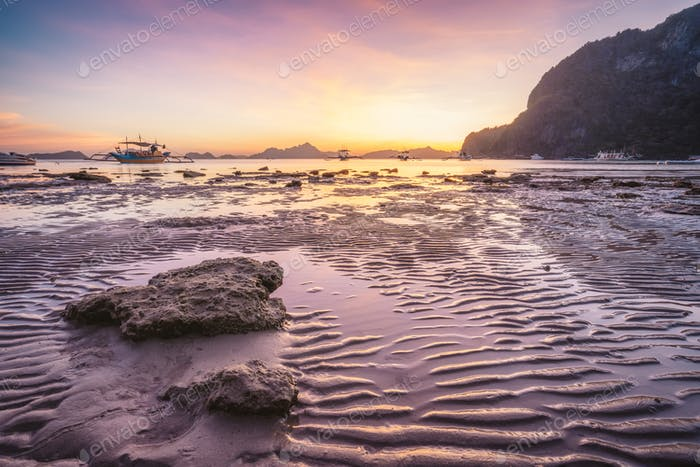 Corong beach, El Nido, Philippines. Sunset on tropical beach. Sun reflections at the golden hour