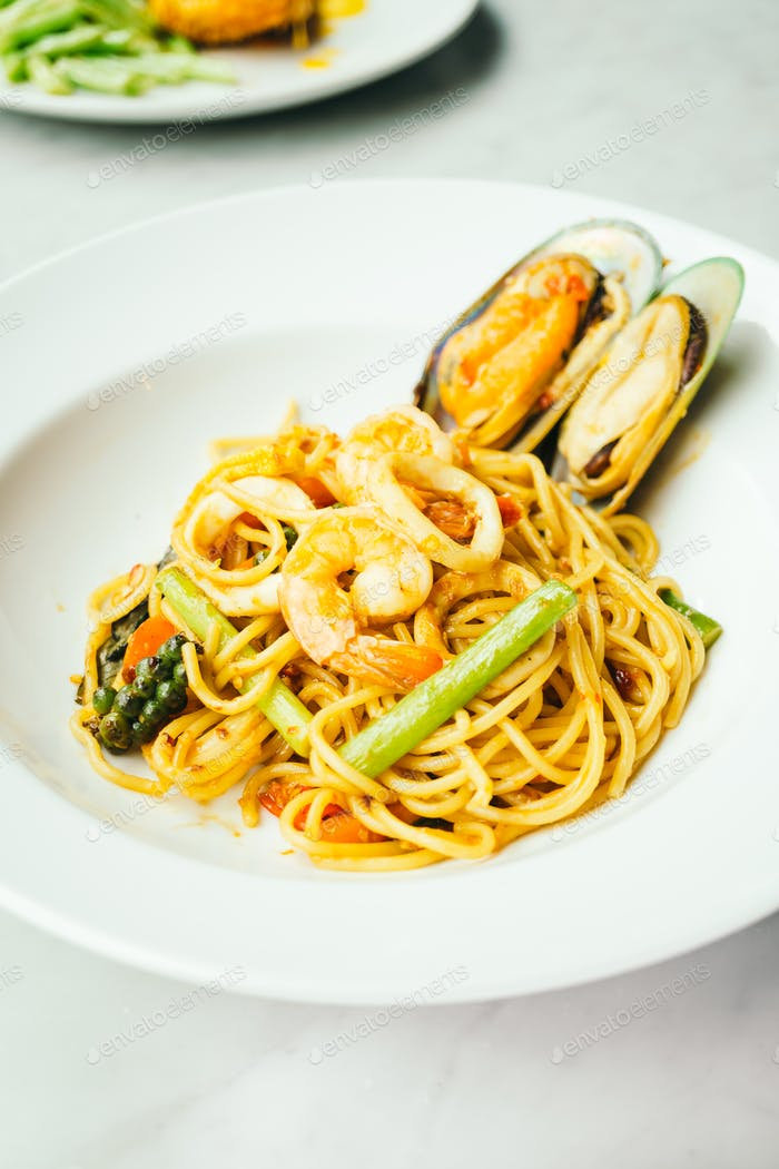 Spaghetti and pasta spicy seafood