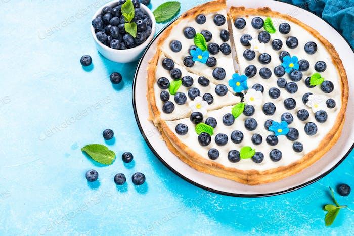 Blueberry cake tart with mascarpone