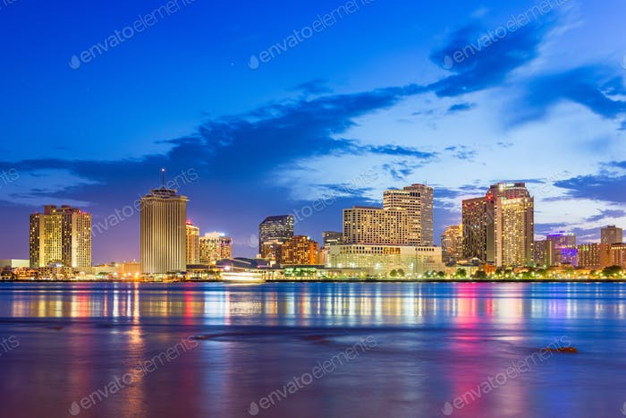 New Orleans, Louisiana, USA Innenstadt Skyline auf dem Mississ