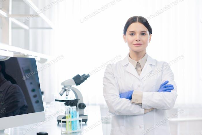 Selbstbewusste Medizinische Wissenschaftlerin