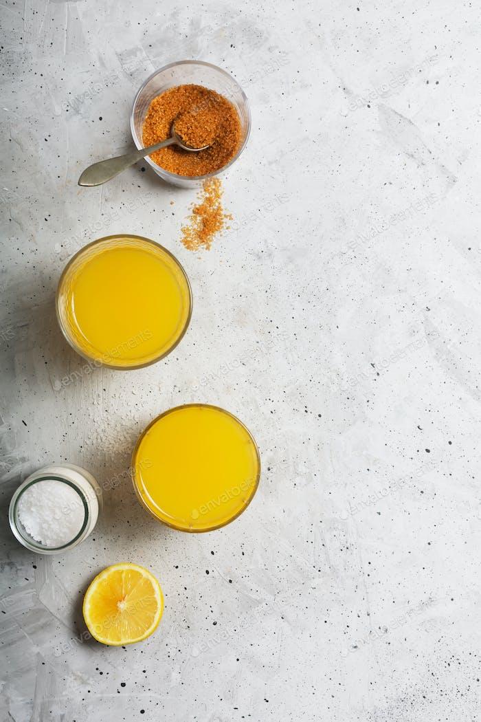 Hausgemachtes isotonic Energy Drink und Zutaten