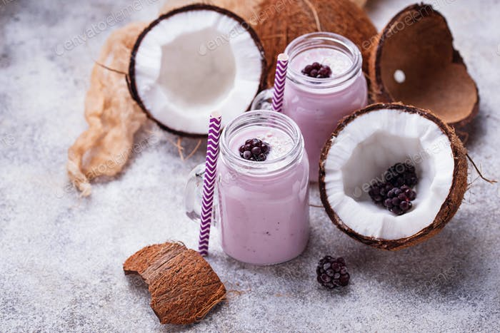 Smoothie with blackberries and coconut milk