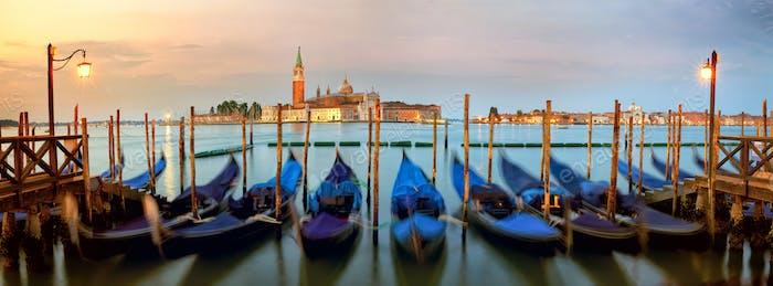 Gondeln in Venedig, Sonnenaufgang Panorama