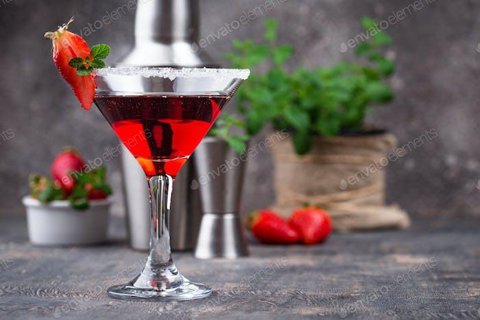 Erdbeer-Martini. Süßer Sommer-Cocktail